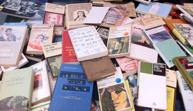 Dove vendere libri usati la lista dei mercatini citt per for Vendita libri scolastici