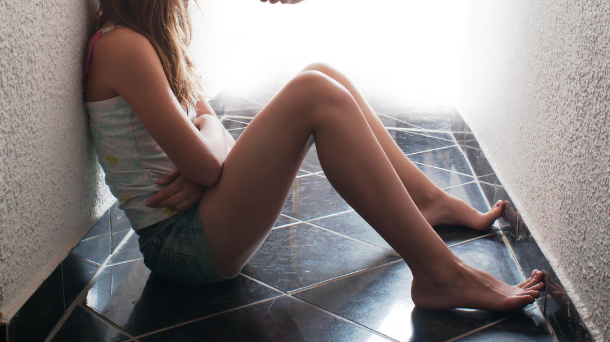 Fa sesso con 25 ragazzi nel bagno della scuola, ma è bullismo