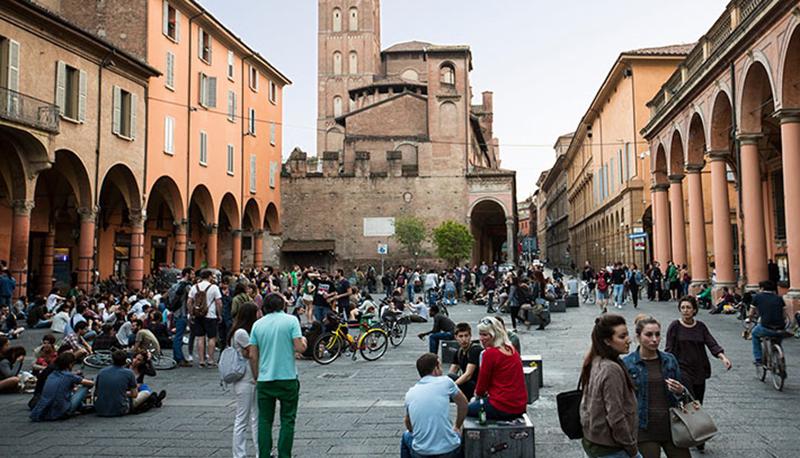 Erasmus in protesta a bologna non troviamo casa - La casa continua bologna ...