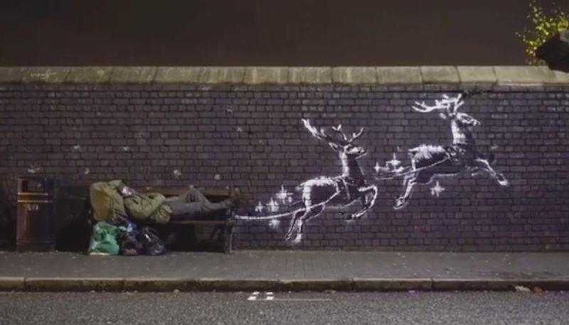 Bansky, ultima opera a Birmingham: il clochard è Babbo Natale