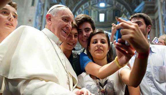 Compleanno Papa Francesco: flash mob con tango