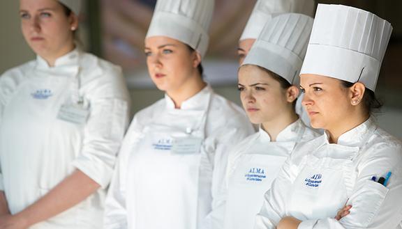 Alma 8 casi di giovani che ce l 39 hanno fatta - Alma scuola cucina costo ...
