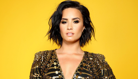 Hackerata foto hot di Demi Lovato: la sua reazione è incredibile